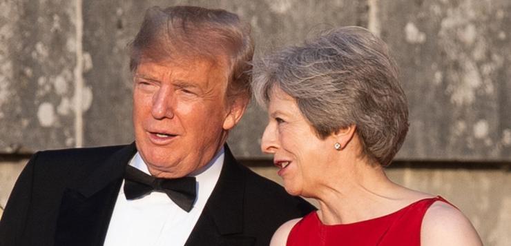 Tout juste arrivé au Royaume-Uni, Donald Trump torpille le projet de Brexit de Theresa May